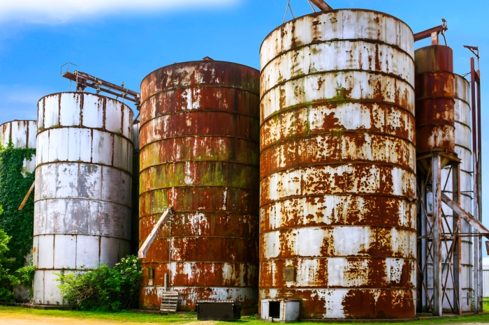 Five old rusting graon silos in Indianola MS